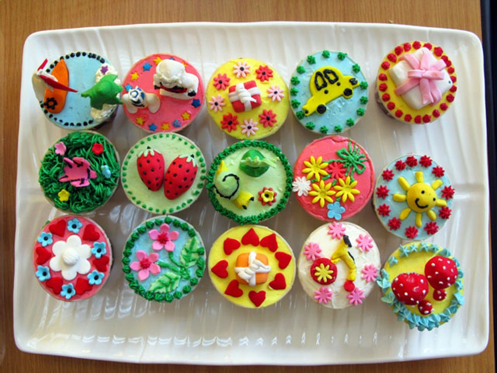 http://www.lomira.lib.wi.us/wp-content/uploads/2012/06/Cupcake-Decorating-Ideas-0071.jpg