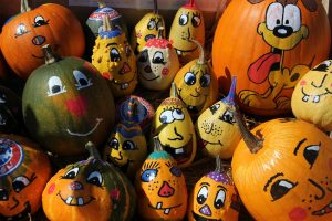 Family Drop-in Craft: Pumpkin Painting! @ Lomira QuadGraphics Community Library